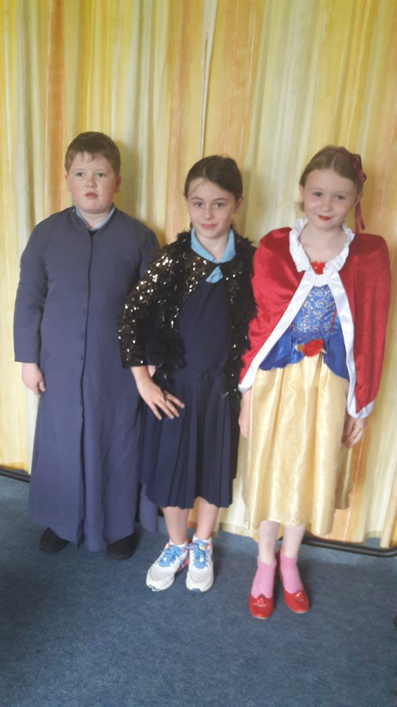 Assistant, Singer and Snow White